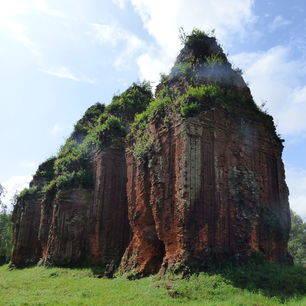 De Cham-tempel met drie torens in Tam Thanh