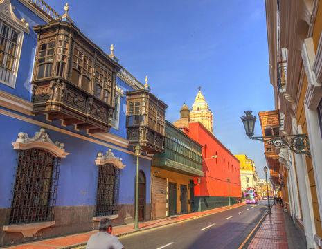 Kleuren-in-de-straten-van-Lima(12)