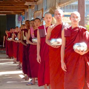 Myanmar-Loikaw-monniken(8)
