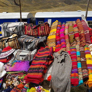 Peru-Cuzco-Puno-kleurrijke-stoffen_1_357639