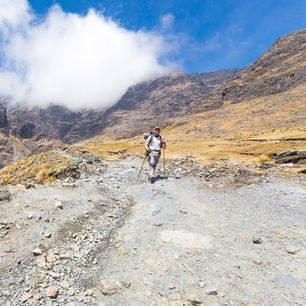 Hiker-El-Choro-Trekking-Bolivia