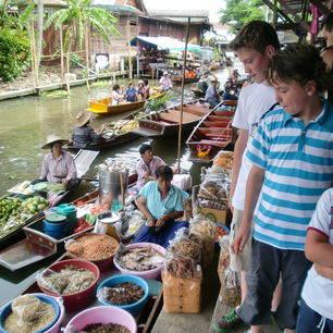 Thailand_Bangkok_tienersbijeenmarkt
