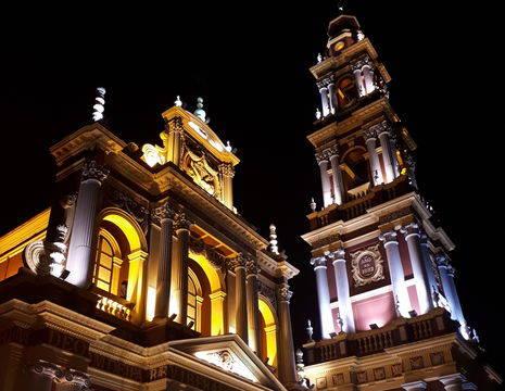 Latijns-Amerika-Argentinie-Salta-church-by-night_1_401461