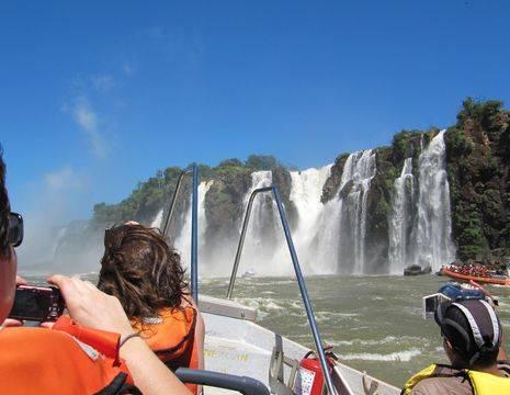 Foz-Iguazu-bewonderen-vanaf-het-water(12)