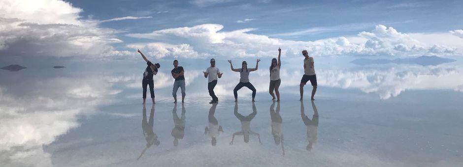 Poseren op de zoutvlakte in Uyuni - Bolivia