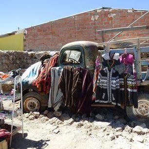 Bolivia-Uyuni-verkoopwaar-kleding-lokale-bevolking_1_362727