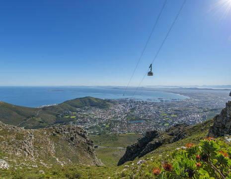 U kunt naar de Tafelberg wandelen of met deze kabelbaan, Kaapstad, Zuid-Afrika
