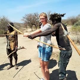 Leren boogschieten in Tanzania