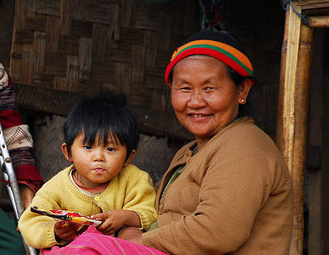 Myanmar-Kalaw-bevolking-omaenkindje(8)