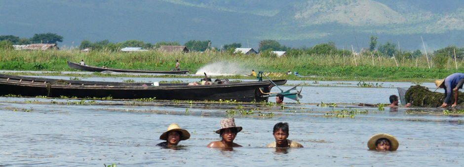 Myanmar-Inle Lake-zwemmen(13)