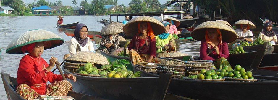 Indonesie-Kalimantan-Banjarmasin-drijvende-markt1(13)
