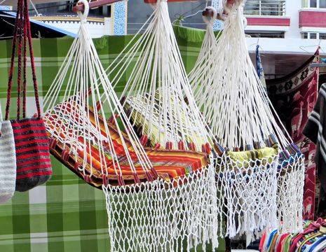 souvenirs van de markt in Otavalo