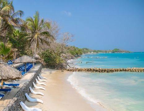 Colombia-Islas-del-Rosario-strand1
