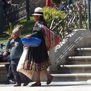 Lokale-bevolking-straten-Potosi-Bolivia