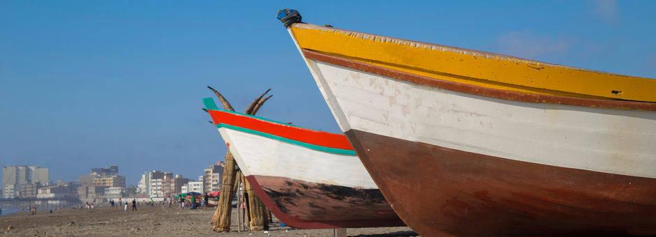 Gekleurde-boten-op-het-strand-1(11)