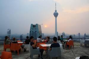 Kuala Lumpur, Zonsondergang vanaf een helikopterplatform