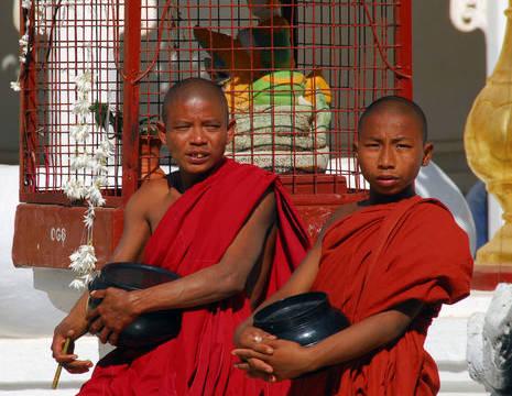 Myanmar-Yangon-monniken(8)