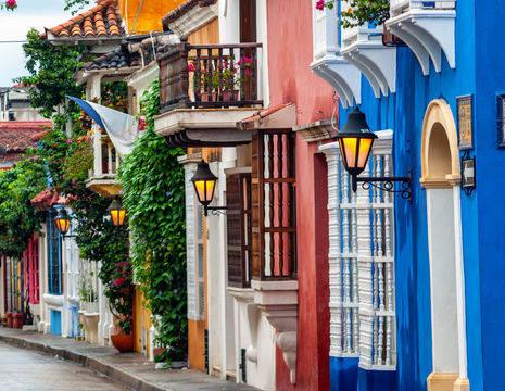 Colombia-Cartagena-kleurrijke-straat_1_482138