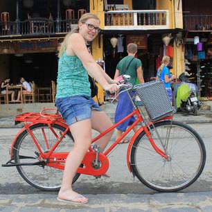 Nicole-op-de-fiets-in-Vietnam