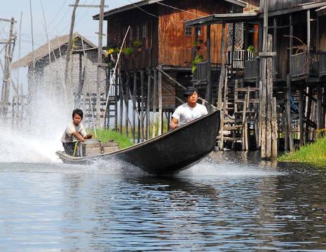 Myanmar-Inle Lake-boot(8)