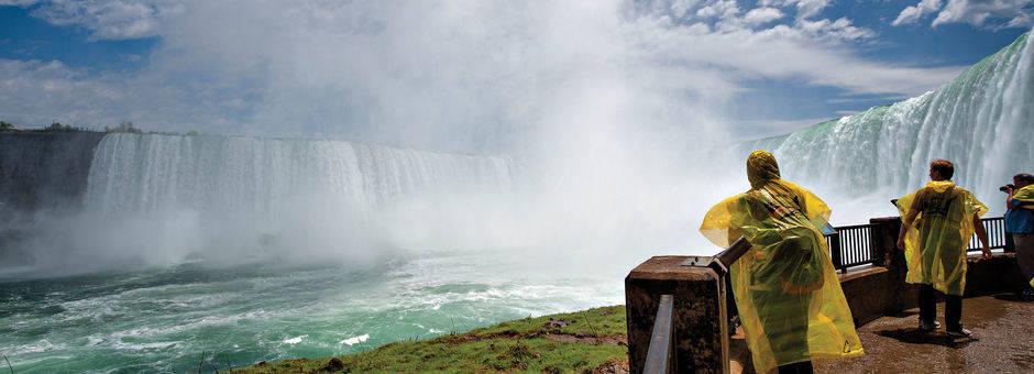Canada-Niagara-Falls-Journey-Behind
