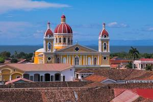 Nicaragua-Granada-cathedral
