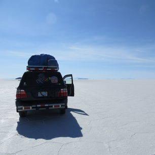 Bolivia-Uyuni-jeep-over-zoutvlaktes_2_357758