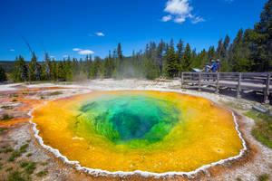 Amerika-Yellowstone-Morning-Glory-Pool