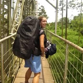Eva over de grens van Costa Rica naar Panama