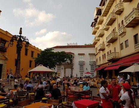 Een gezellig pleintje in Cartagena, Colombia