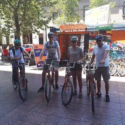 Eva fietsen door Santiago de Chile