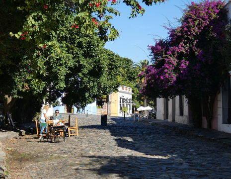 Uruguay-Colonia-gezellige-straat(2)