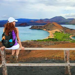 Uitzicht op de Pinnacle Rock bij Bartolomé, Galapagos