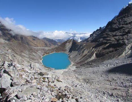 Onderweg komt u de Blue Lagoon tegen tijdens de Salkantay Trail in Peru