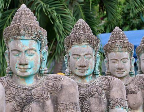 Cambodja-SiemReap-beeldenmetblauw(17)