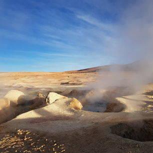 Borrelende modder bij Sol de la Mañana   in Uyuni - Bolivia
