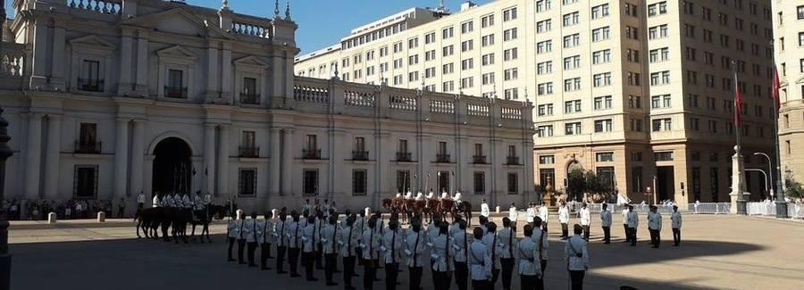 Wisseling van de wacht bij Palacio de La Moneda