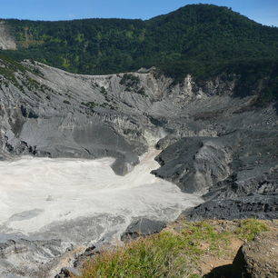 Java-Tangkuban Prahu-vulkaankrater5
