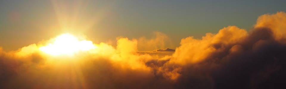 De zonsopgang bij de Bromo vulkaan