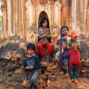 Myanmar-Inle Lake-Indain2(8)