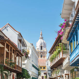 Colombia-Calles-Cartagena-balkonnetjes_1_484129