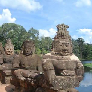Cambodja-SiemReap-brugmetbeelden(3)