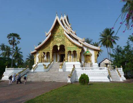 Laos-LuangPrabang-tempel(17)
