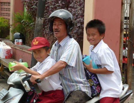 Kalimantan-Balikpapan-van school opgehaald_1