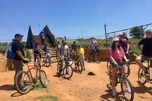 Fietsen in Soweto township
