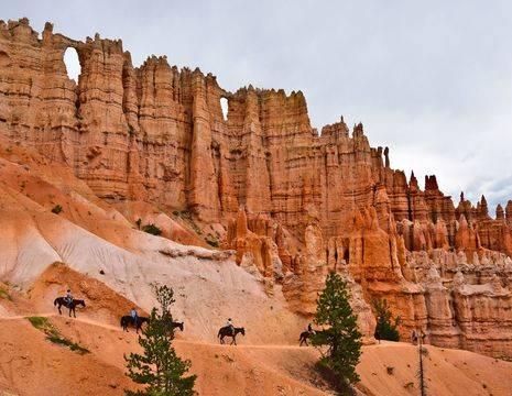 Verenigde-Staten-Bryce-Canyon-rotsen-paarden_1_548970