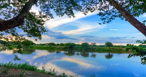 Aan de oever van een rivier bij Mompox