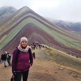 Eva bij Rainbow Mountain, Peru