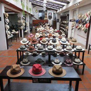 Panama-hoeden als souvenirs uit Cuenca
