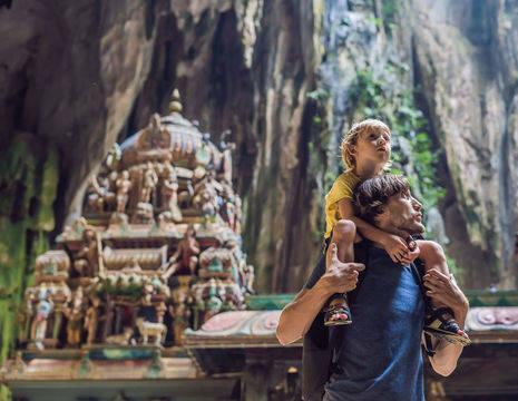 Maleisie-batu-caves-kleuter-en-vader